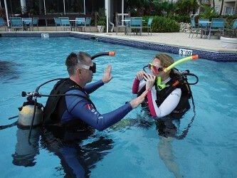 Beginner SCUBA Lessons in Pool